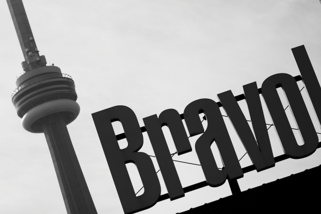 toronto architucture cn tower bravo